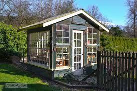 casa feita com janelas recicladas - Pesquisa Google