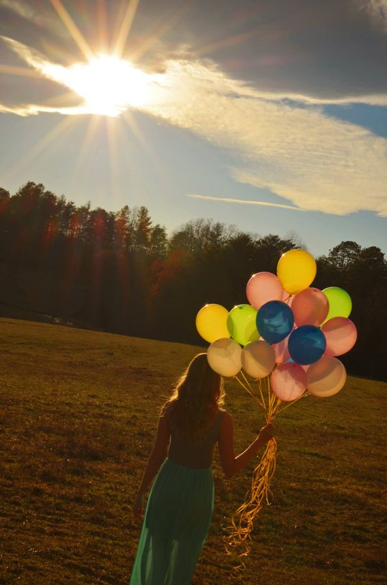 Balloon photoshoot! Photo cred: IV Photography by Robbie Kent #balloon #photoshoot #field #sunset #photography