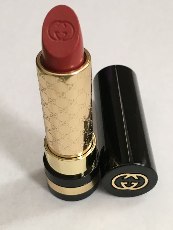 Lovely lip color to brighten up any dreary winter days or evenings. Gucci Lip Audacious in #060 Ardent