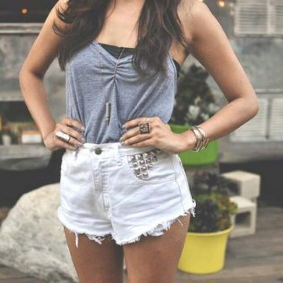 cute outfit! WANT! :)