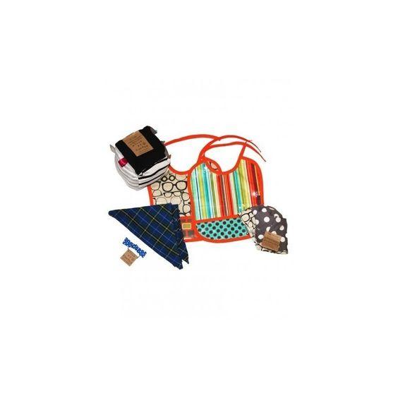 """L'ensemble cadeau """"Shower de Bébé"""" pour garçon sous le nom de MONSIEUR CHARLES PRIX DE L'ENSEMBLE 75.00$ (valeur de 109.00$ séparément) .Duo de bavettes super pratiques (lavable et séchable à la machine) .Foulard triangulaire en flannelle pour garder bébé au chaud .Cube jouet gling gling, textures et rubans .Chapeau réversible d'été (la taille à choisir) .Noeud papillon sur élastique http://oupelaille.ca"""