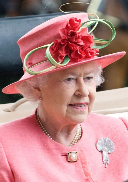 Pink Mothballs - The Queen's got STYLE! #fashion #nothingtowear #caniborrowit pinkmothballs.com