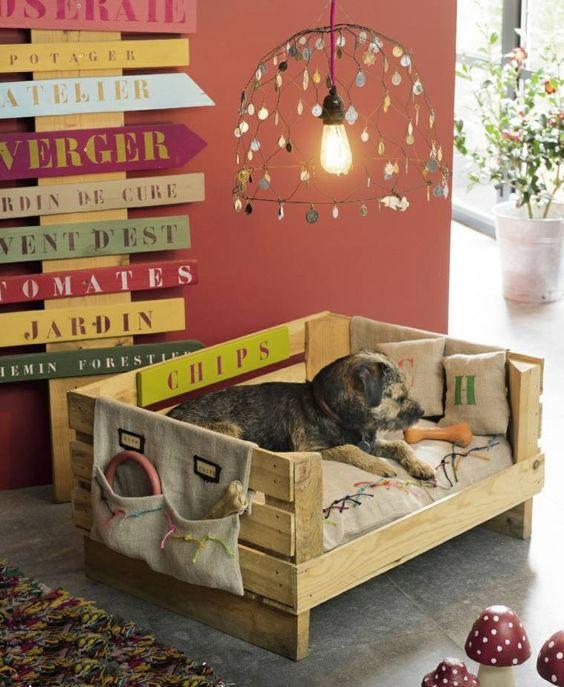 lit pour chien en palettes de bois