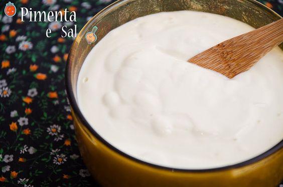 Receita de requeijão caseiro cremoso. Muito simples e rápido de fazer, pode variar e temperar com azeitona, salsinha. Requeijão caseiro cremoso.
