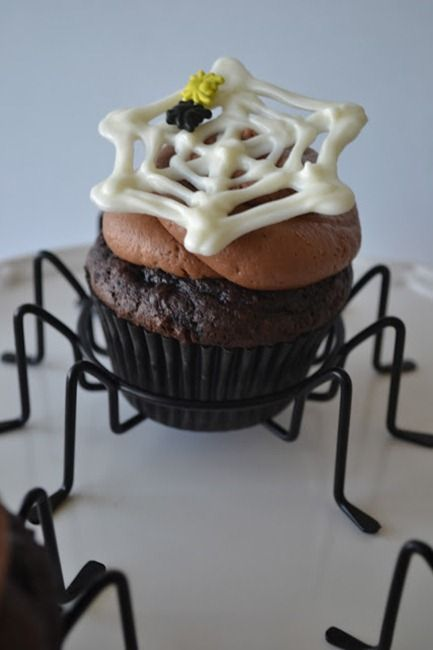 12 Fun Halloween Cupcake Ideas...melt chocolate, trace over parchment paper to make spider webs.