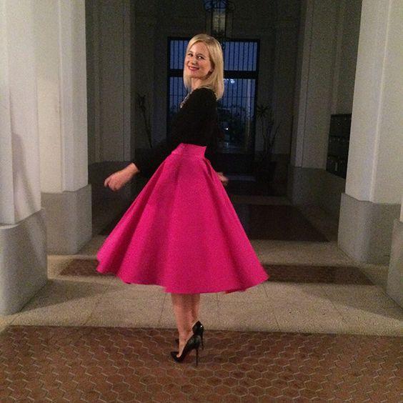 La falda inspiraci n a os 50 era de coosy el top de punto for Armario para zapatos