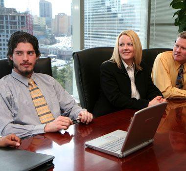 I gave a presentation to three senior executives yesterday.    昨日、上級管理者3人を前にプレゼンテーションをした。