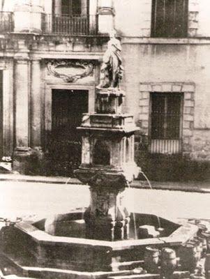 Fuente de Orfeo,pza.de las provincias.