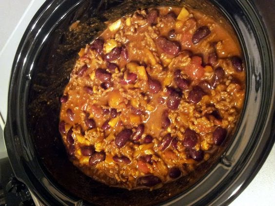 Crockpot Chili! I only used 600g minced beef, a full can of beef broth soup, and only 4 tablespoons of chilli power