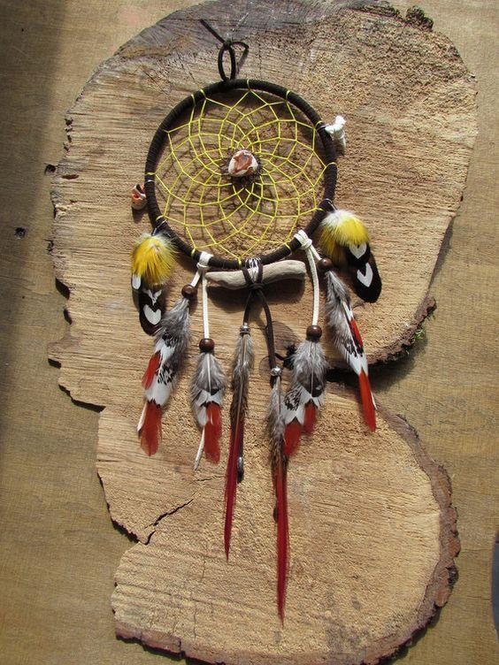 """Attrape rêves tribal avec opale de feu, bois flotté, plumes de faisan, perroquet """"Happiness"""""""
