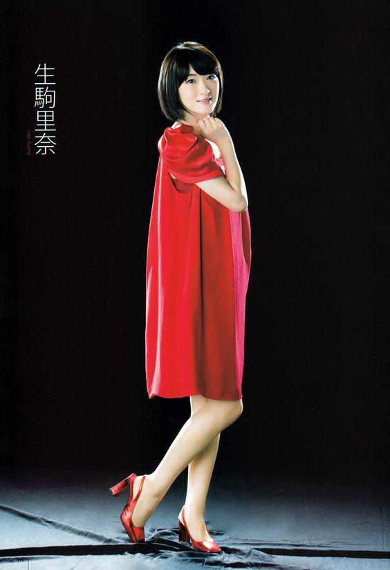 赤色ワンピの生駒里奈