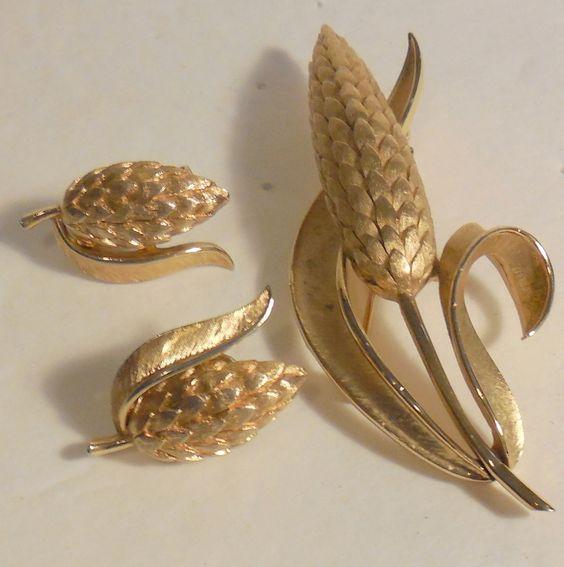 Crown Trifari Wheat Set ~ Pin & Earrings ~ Gold Plated $38.00