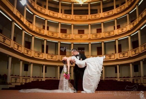 Foto de La Revista de Tu Boda -  www.bodas.com.mx/fotografos-de-bodas/la-revista-de-tu-boda--e115705