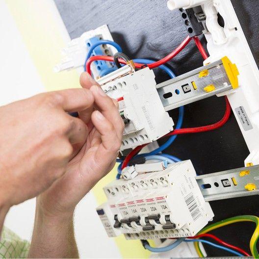 Poser Un Tableau Electrique 1h30 2h Est Sur Leroymerlin Fr Faites Le Bon Choix En Retrouvant Tous Les Avantages Produits De Tableau Electrique Tableau Et Electrique