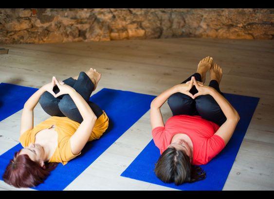 Rester assis au bureau fait mal au dos, cette posture de yoga peut vous soulager en deux minutes