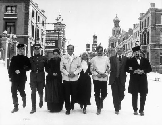 The cast of Doctor Zhivago from 1965 film.  They are (from left to right), Tom Courtenay, Alec Guinness, Geraldine Chaplin, David Lean (the director), Julie Christie, Omar Sharif, Ralph Richardson, Rod Steiger.