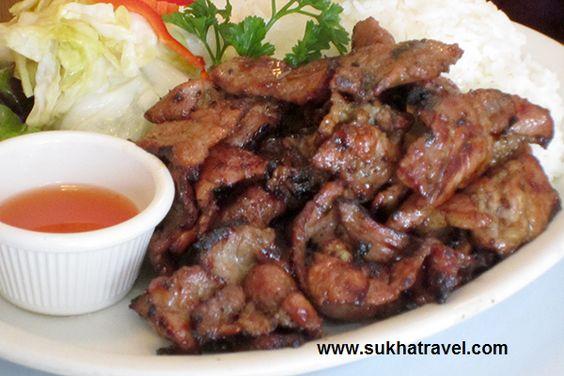 Đây là một kiểu cơm thịt heo nướng của Campuchia