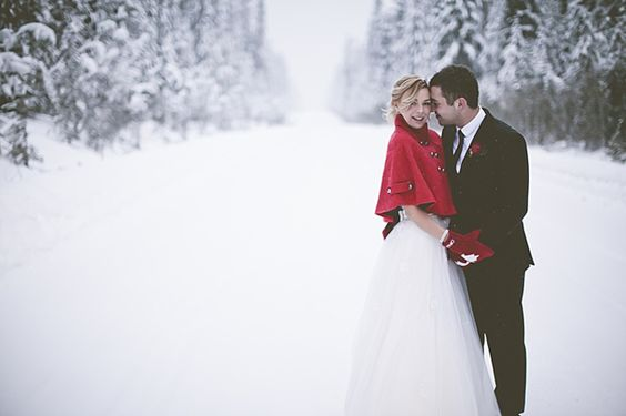 Google Image Result for http://www.weddingobsession.com/wp-content/uploads/2012/02/59-winter-outdoor-wedding-red-black-white.jpg: