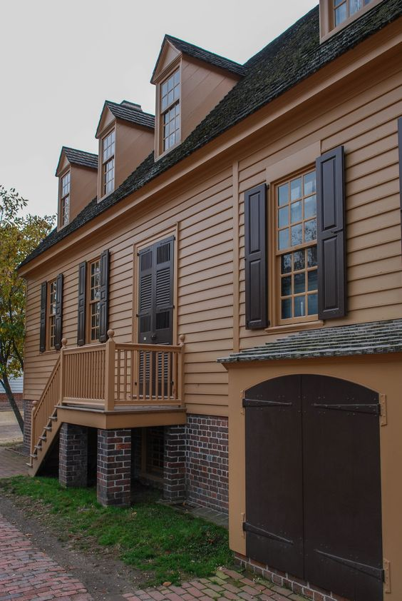 Colonial Williamsburg, Virginia, photo by Mike Keenan, Read articles at www.whattravelwiterssay.com