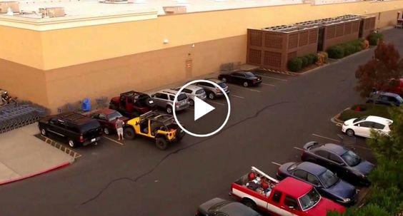 Nunca é Boa Ideia Roubar o Lugar De Estacionamento a Um Jipe! http://www.desconcertante.com/nunca-e-boa-ideia-roubar-o-lugar-de-estacionamento-um-jipe/