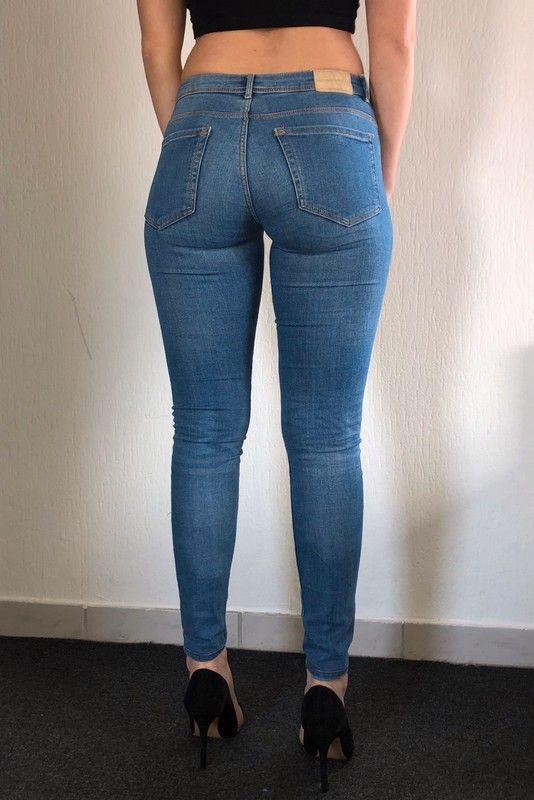 Trennschuhe c3bb3 67564 Blaue zara Jeans Hose aus Strech middle waist Röhrenhose ...