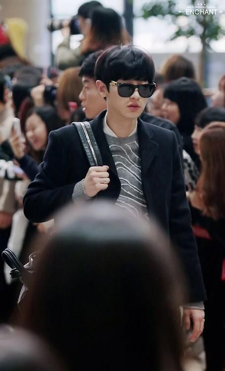 Twitter chanyeol looking cool