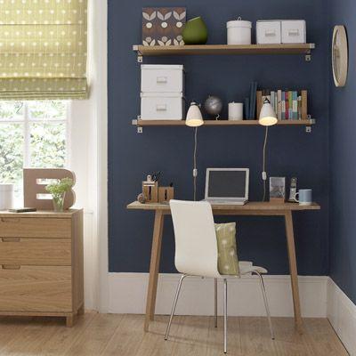 Voilà qui irai très bien la chambre avec des meubles chêne clair, un touche de blanc et un bleu pétrole en fond