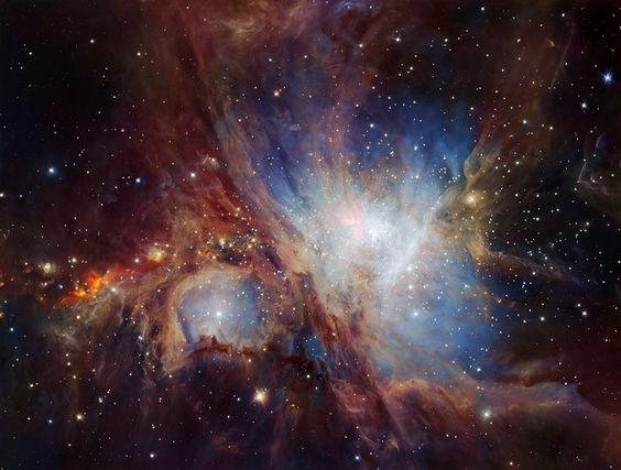 La profunda mirada infrarroja de HAWK-I en la nebulosa de Orión. Esta espectacular imagen de la región de formación estelar de la nebulosa de Orión está formada por múltiples exposiciones obtenidas con la cámara infrarroja HAWK-I, instalada en el VLT (Very Large Telescope) de ESO, en Chile. Esta es la visión más profunda jamás obtenida de esta región y revela más objetos débiles de masa planetaria de lo esperado.