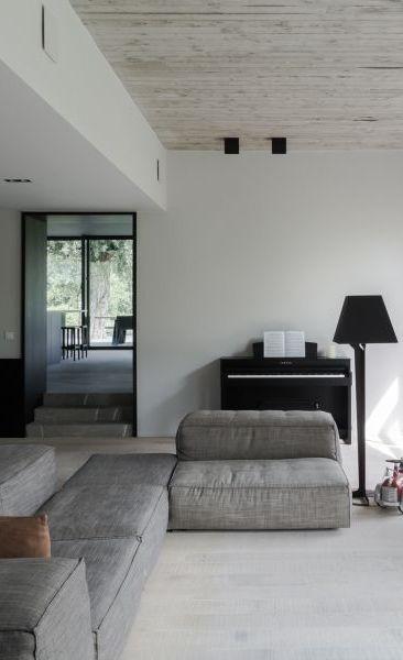 Toprenovatie: het bestaande respecteren én het moderne introduceren • Architect: Peter Paul Piot - Architectenlab (renovatie • modern • woonkamer • betonnen welfsels • zichtbeton • interieur)