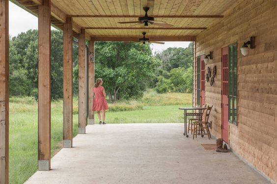 River Ranch Residence : Varandas, alpendres e terraços campestres por Hugh Jefferson Randolph Architects