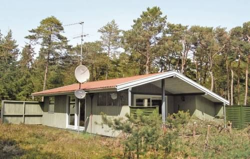 Holiday home Egernvej Nex� X Nex� Holiday home Egernvej Nex? X is located in Snogeb?k and it can accommodate up to six guests.  The three-bedroom holiday home is provided with satellite-TV, a DVD-player and a Hi-Fi system.
