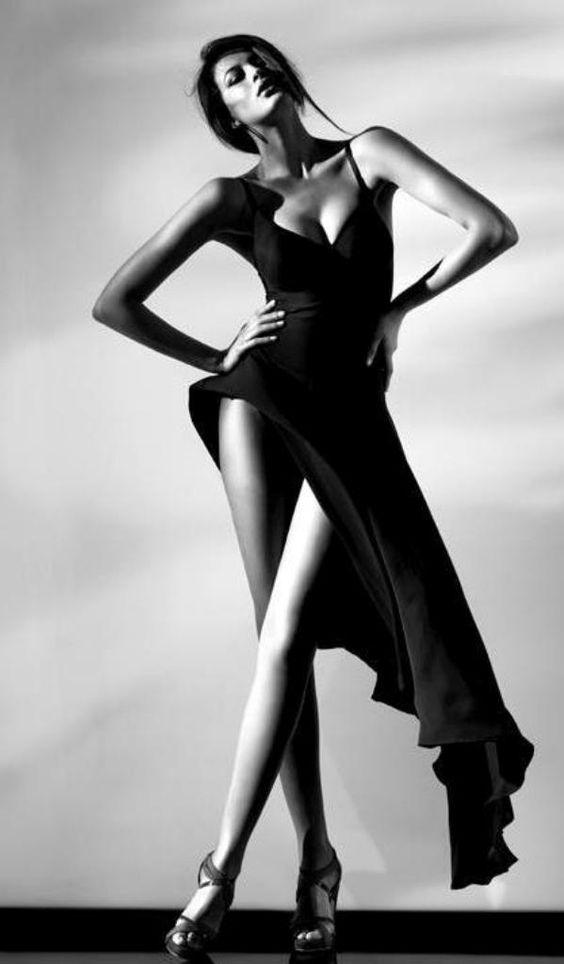 Long dress poses y gestos