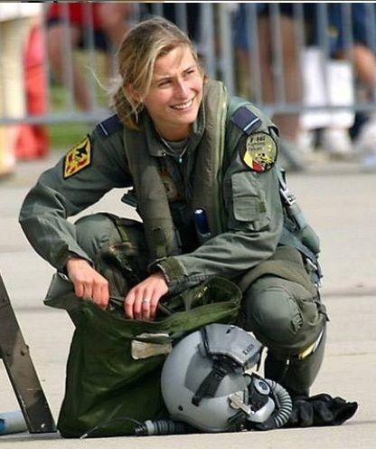 naked female pilots