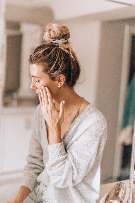 Para que tu rostro luzca más joven, fresco y resplandeciente, elegir correctamente tu crema facial es un punto fundamental. Conoce cómo hacerlo.