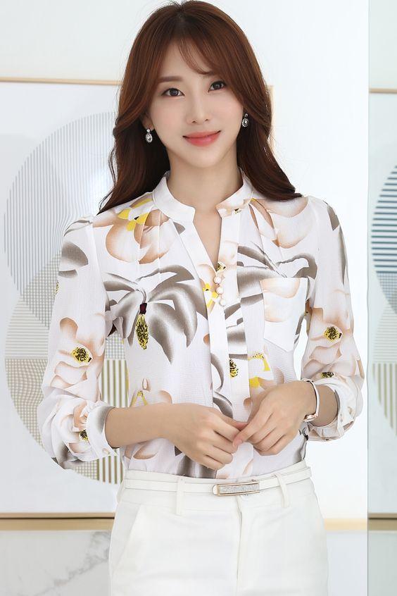Bayanlar Icin Yazlik Sifon Gomlek Modelleri Beyaz Uzun Kollu V Yakali Cepli Cicek Desenli Sifon Bluzlar Moda Stilleri Gomlek