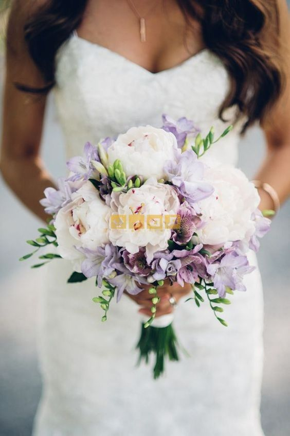 اجمل صور بوكيه ورد لاعياد الميلاد وللأحبه موقع مصري Lilac Wedding Bouquet Purple Wedding Bouquets Lilac Wedding