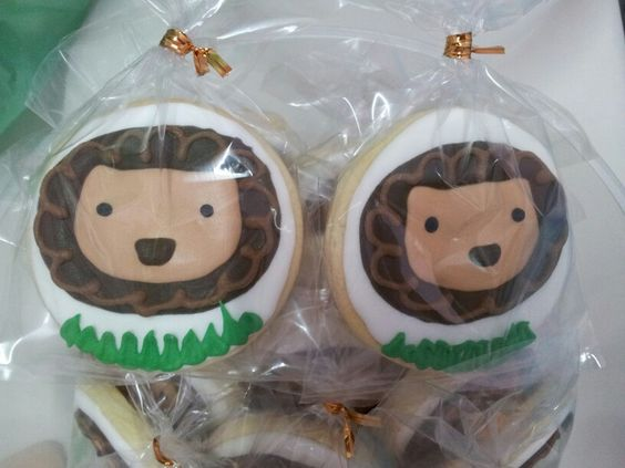 Madagascar Lion icing cookies