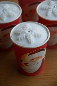 Paper Cup Christmas Cakes - so cute! I really need to remember to do this next year! - The Pink Whisk