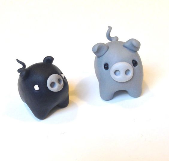 Black pig, grey pig. Polymer clay miniatures by #maocreatures https://www.etsy.com/listing/213274791/polymer-clay-miniature-grey-and-black