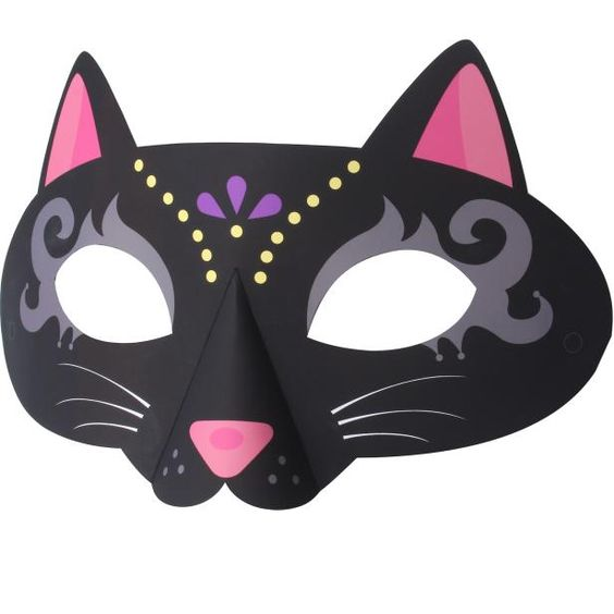 Print off this black cat mask for Halloween fun! Free printable!