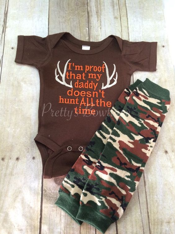 I'm proof that my DADDY doesn't hunt all the by PrettysBowtique Baby shower gift.  Hunting onesie