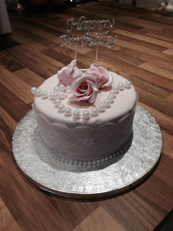 Vintage style cake
