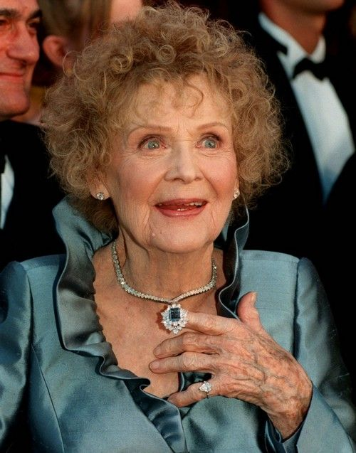 Gloria Stuart in a blue diamond necklace by Harry Winston