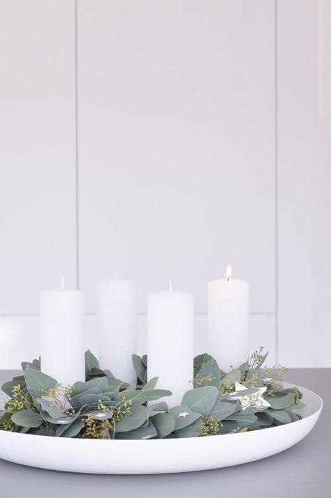 ....mit Eukalyptus, Kerzen und einigen wenigen Sternen, das ist unser Adventskranz dieses Jahr. Ich wünsche euch allen einen schönen ersten Adventssonntag.