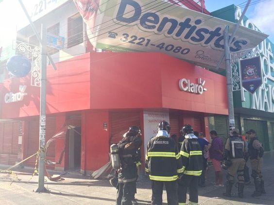 CONEXÃO BOMBEIRO : Populares arrombam loja no Centro para conter prin...