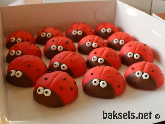 baksels.net   Lieveheersbeest cakejes http://baksels.net/post/2014/03/08/Lieveheersbeest-cakejes.aspx (ladybug cake)