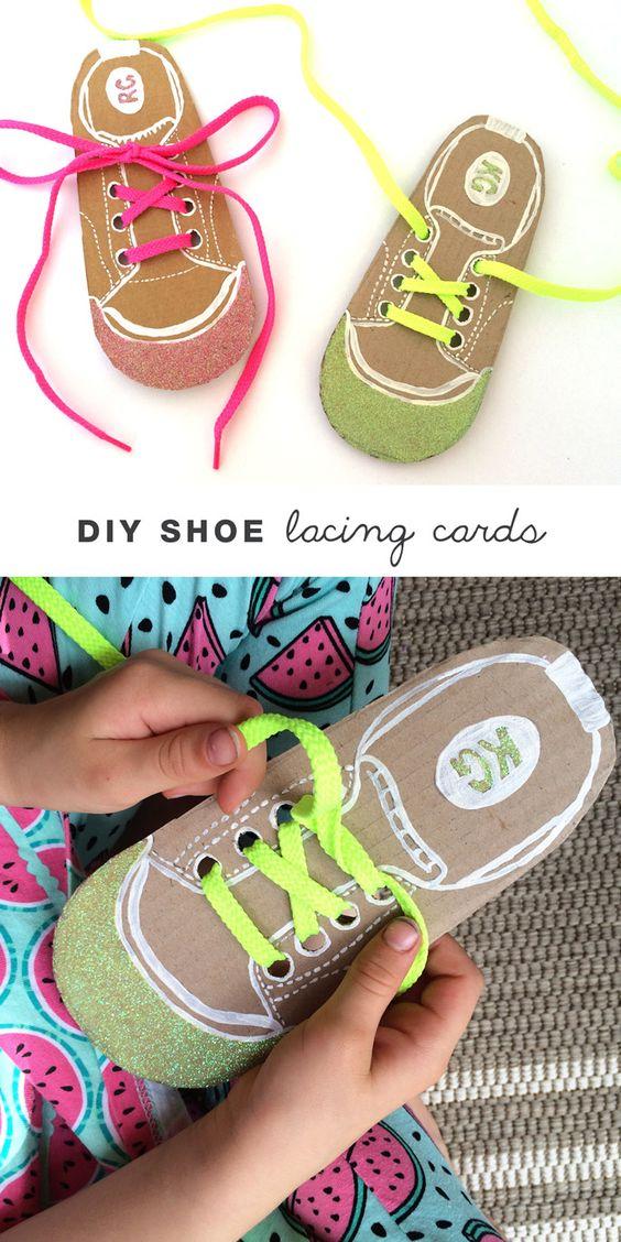 Ayudar atar los zapatos