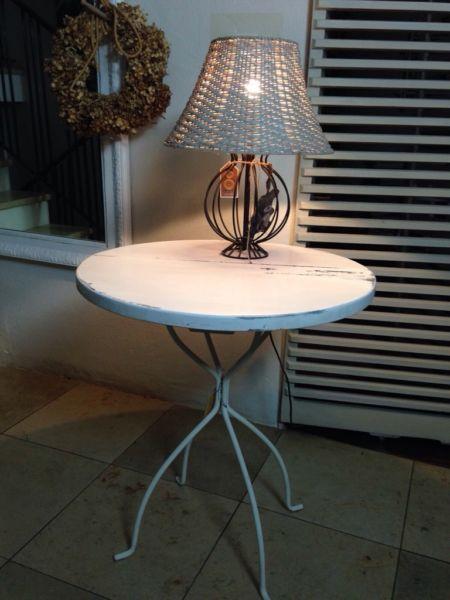 Runder Tisch, Holzplatte auf Metallfuß, weiß-ShabbyStabil und - runder küchentisch weiß