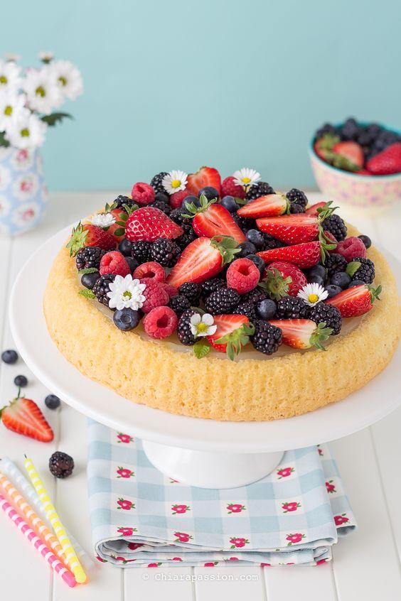 crostata-di-frutta-fragole-frutti-di-bosco-con-base-morbida-crema-al-limone-senza-uova