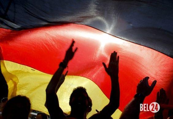 Немцы потеряли доверие к НАТО                              Согласно последнему опросу жители Германии постепенно теряют доверие к НАТО. Об этом сообщает «Звезда».  По данным опроса, 58% немцев выступают против участия Германии на стороне НАТО в случае конфликта альянса с Росс